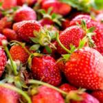 strawberries calories
